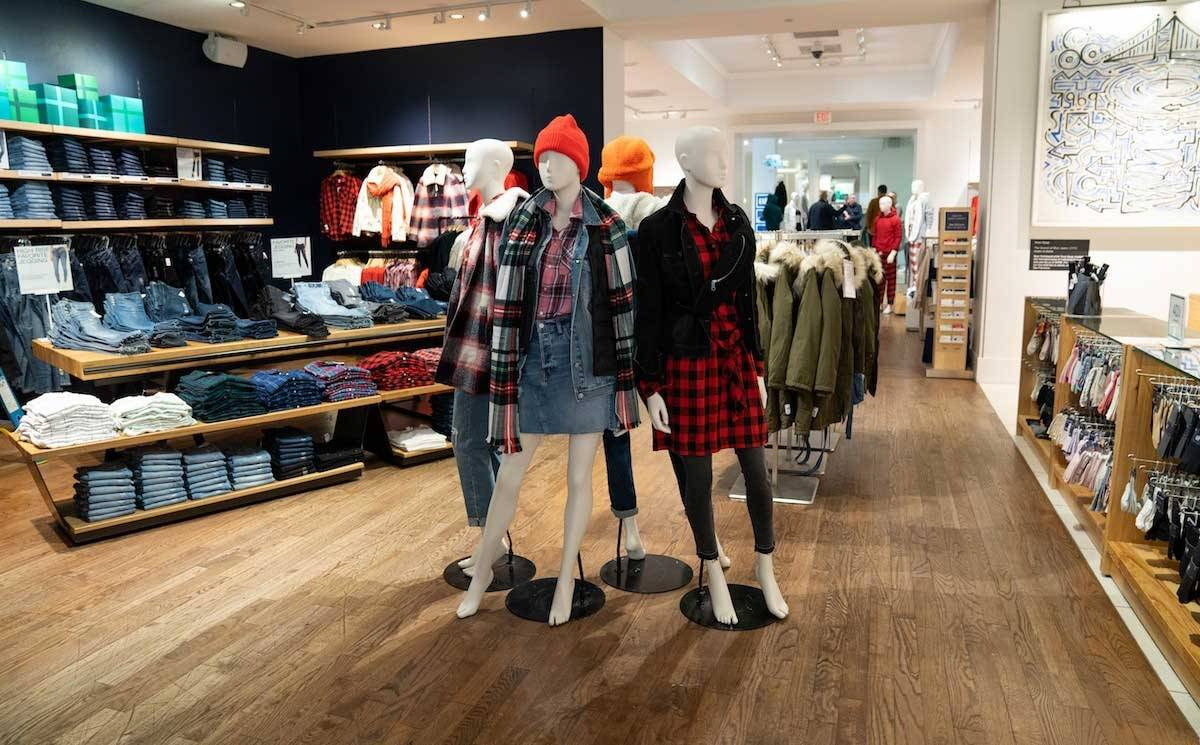 Gap's Q4 sales increase 1 percent, the company names new CFO